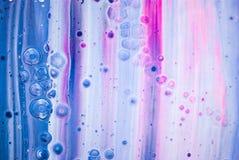 Pittura grigia bianca rosa blu di tiraggio della pittura di acrilici del fondo di struttura di colore della cascata immagine stock