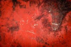 Pittura incrinata rossa su vecchio calcestruzzo Immagine Stock