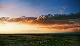 pittura a olio del paesaggio di incandescenza di tramonto di tramonto della nuvola fotografie stock