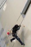Pittura rampicante dell'operaio Fotografia Stock Libera da Diritti