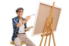 Pittura senior dell'artista su una tela Immagine Stock Libera da Diritti
