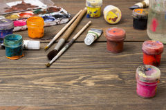 Pittura, spazzole, tavolozza Immagini Stock Libere da Diritti