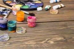 Pittura, spazzole, tavolozza Fotografie Stock Libere da Diritti
