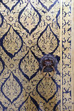 Pittura tailandese su una porta a Wat Arun Rajwararam Immagini Stock Libere da Diritti