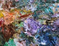 Pitture ad olio di miscelazione su una tavolozza Fotografia Stock Libera da Diritti