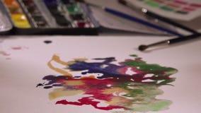 Pitture dell'acquerello della pittura dell'artista video d archivio