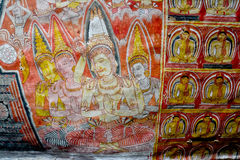 Pitture di parete e statue di Buddha al tempio dorato della caverna di Dambulla Immagine Stock