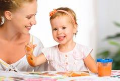Pitture di tiraggio della figlia del bambino e della madre immagini stock