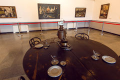 Pitture e retro mobilia dentro il di casa museo del pittore Niko Pirosmani, in cui ha vissuto anni scorsi Immagini Stock