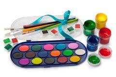 Pitture, gouache e una spazzola Immagine Stock Libera da Diritti