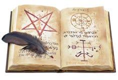 Libro magico con la piuma Fotografie Stock