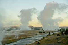Piume del geyser ad alba fotografia stock libera da diritti