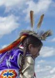 Piume sul boy' testa di s Fotografia Stock Libera da Diritti