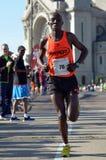 Pius Nyantika che passa 26 miglia Immagini Stock