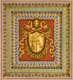 Pius VII vapensköld från taket av basilikan av helgonet Paul Outside väggarna, i Rome royaltyfria foton