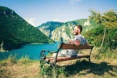 Piva kanjon i Montenegro - naturloppbakgrund Kanjon i Pluzine royaltyfria foton