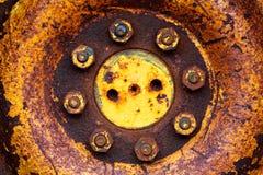Pivot rouillé en métal de cercle des boulons image libre de droits