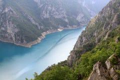 Pivsko Jezero,杜米托尔国家公园国家公园,黑山 免版税库存图片