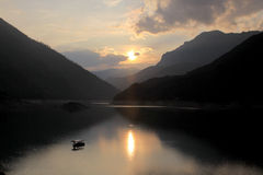 Pivsko Jezero, Durmitor nationalpark, Montenegro royaltyfria bilder