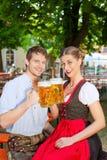 piwa ubrań pary stein tradycyjny Zdjęcia Stock