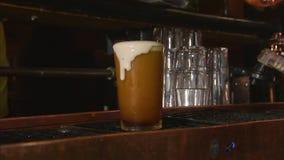 Piwna maszyna nalewa szkło zdjęcie wideo