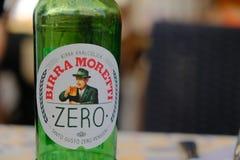 Piwna Moretti butelka obraz stock