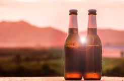 piwne tło butelki barwią delikatna pomarańcze fotografującego pracownianego kolor żółty Obrazy Royalty Free