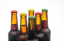 piwne tło butelki barwią delikatna pomarańcze fotografującego pracownianego kolor żółty Zdjęcie Stock