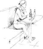 piwnej butelki dziewczyny stół Obraz Stock