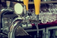 Piwny faucet, piwna aptekarka obraz stock