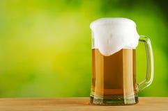 Piwny kubek z świeżym piwem Zdjęcie Stock