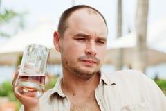 piwo cieszy się mężczyzna Obraz Royalty Free