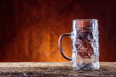 Piwo Dwa zimnego piwa Szkicu piwo Szkicu ale złotego piwa Złoty Ale Dwa złota piwo z spienia na wierzchołku Szkicu zimny piwo w s Zdjęcie Royalty Free