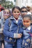 piwo IZRAEL, Marzec, - 5, 2015: Trzy nastoletniej dziewczyny i chłopiec w drelichu ubierają z karnawałowym makeup na ich twarzach Fotografia Stock