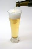 piwo jasne pełne wylewać Zdjęcia Stock