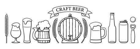 Piwo przedmioty ustawiający Piwni szkła różny kształt, kubki, stara drewniana baryłka, butelka, mogą, otwieracz, nakrętka, jęczmi ilustracja wektor