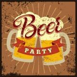 Piwo rocznika stylu grunge Partyjny plakat Kaligraficzna etykietka z piwnymi kubkami retro ilustracyjny wektora Obraz Royalty Free