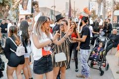 PIWO SHEVA IZRAEL, MARZEC, - 01, 2018: Purim ulicy maskarada na ulicie w piwie Szczęśliwy purim dzień w Izrael Zdjęcie Stock