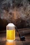 Piwo w szkle z drymbą Zdjęcia Royalty Free