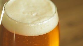 piwo za bąbla bąbli zbliżenia froth szkła światłem zbiory