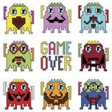 Pixelated-Hippie-Roboter Emoticons mit einfachem MIT SPIEL ÜBER ZEICHEN spornten durch die neunziger Jahre Computerspiele an, die Lizenzfreies Stockfoto