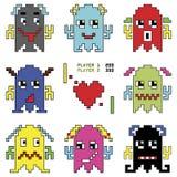Pixelated-Roboter Emoticons 1 Schießenraumschiffelement spornten durch die neunziger Jahre Computerspiele an, die verschiedene Ge Stockbilder