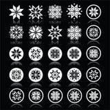 Pixelated snöflingor, vita symboler för jul på svart Arkivfoton