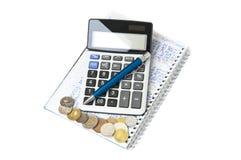 Pixelization vom 2D Vektor Taschenrechner, Notizbuch, Stift und Münzen Lizenzfreie Stockfotografie