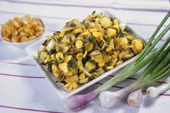 Piyaz Saag Bhaji, Ui Plantaardige Snack stock fotografie