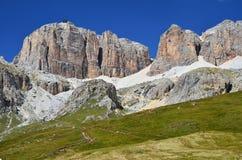 Piz Pordoi, dolomías de Sella en Italia Imagenes de archivo