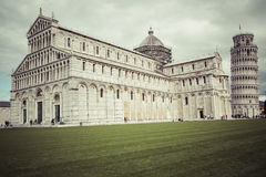 PIZA,意大利- 2016年3月10日, :斜塔和大教堂看法  免版税库存图片