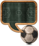 Pizarra con el campo de fútbol y la bola Foto de archivo
