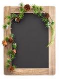 Pizarra con la decoración del marco de madera y de la Navidad Fotografía de archivo