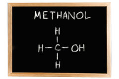 Pizarra con la fórmula química del metanol Imágenes de archivo libres de regalías